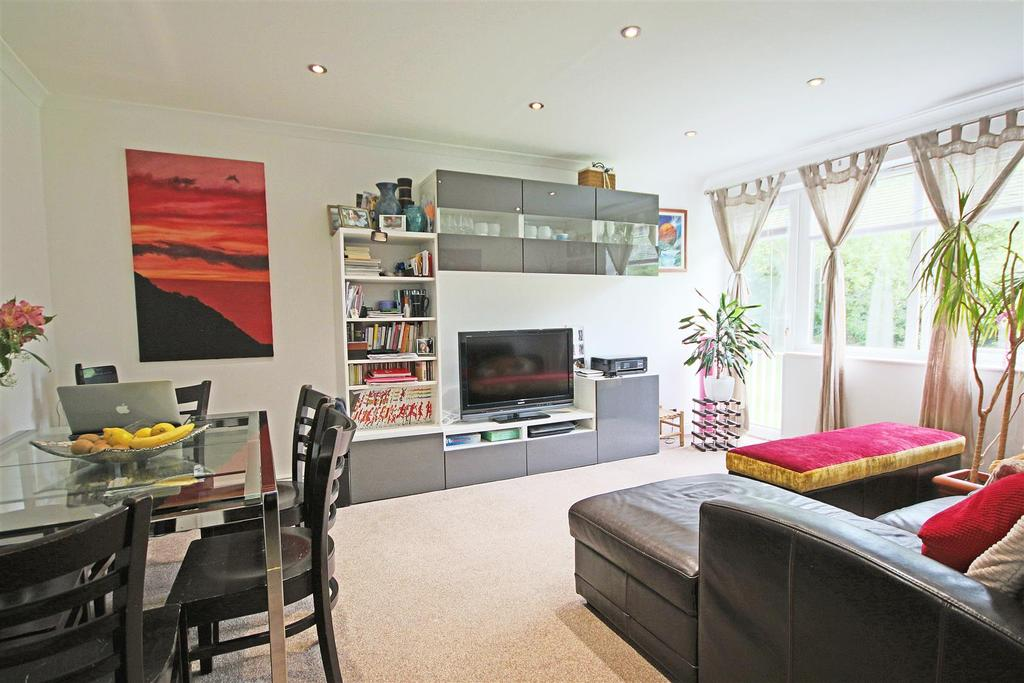 2 Bedrooms Flat for sale in Old London Road, Patcham Village, Brighton