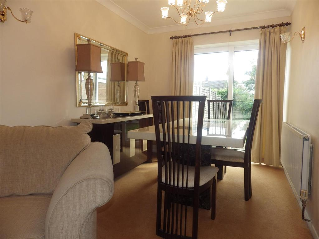3 Bedrooms Semi Detached House for sale in Woodridge Road, Halesowen