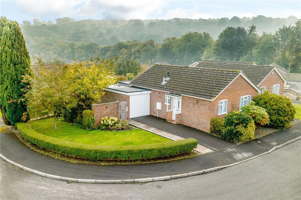 2 Bedrooms Bungalow for sale in Priorsfield, Marlborough, Wiltshire, SN8