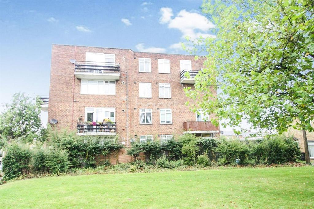 2 Bedrooms Flat for sale in Harlow