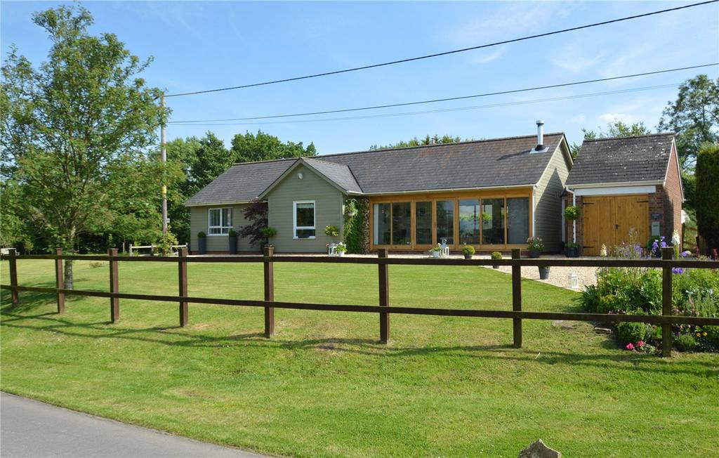 4 Bedrooms Bungalow for sale in Cleverton, Chippenham, Wiltshire