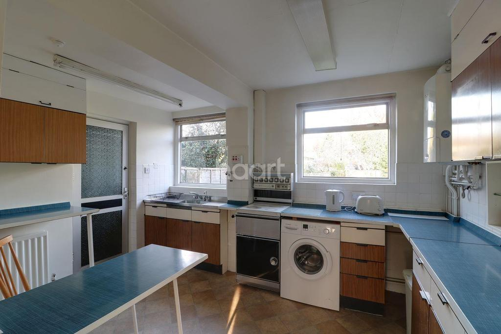 5 Bedrooms Semi Detached House for sale in Field End Road, Eastcote