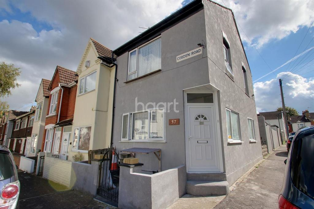 5 Bedrooms End Of Terrace House for sale in Cobden Road, Chatham, ME4