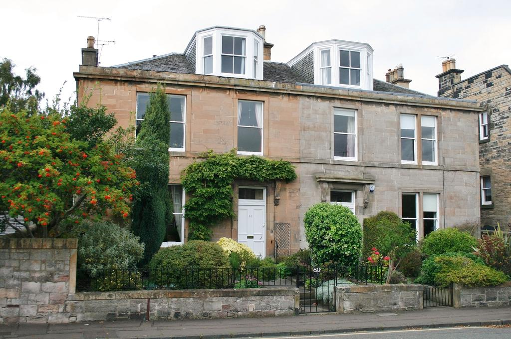 3 Bedrooms Flat for sale in 80/2 Grange Loan, The Grange, Edinburgh EH9 2EP
