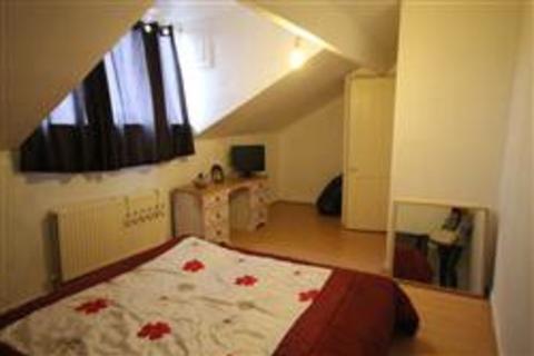 2 bedroom terraced house for sale - Clark Avenue, East End Park, Leeds, West Yorkshire, LS9