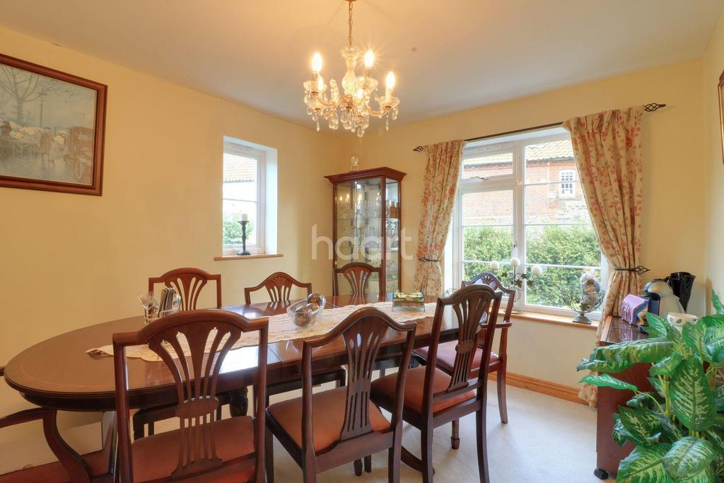 3 Bedrooms Detached House for sale in Fakenham Road, Tittleshall