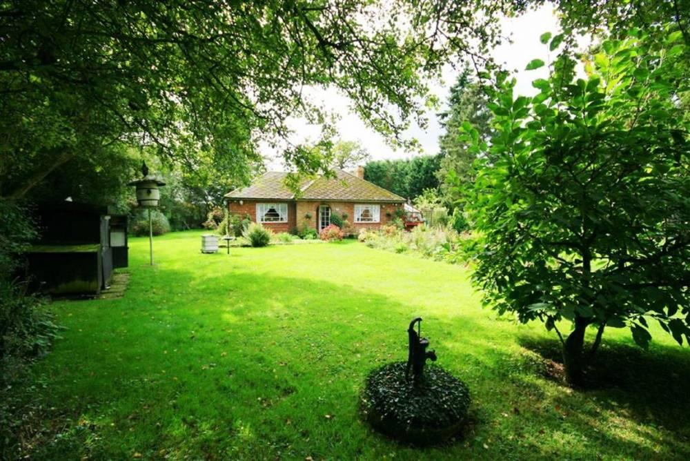 3 Bedrooms Detached Bungalow for sale in Levens Green, Old Hall Green