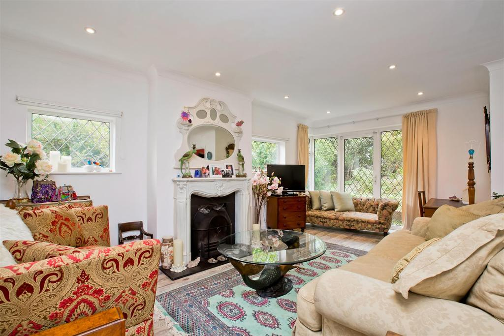 4 Bedrooms Detached Bungalow for sale in Shepherds Croft, Withdean, Brighton
