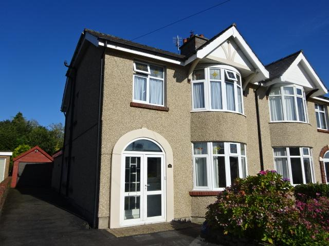 3 Bedrooms Semi Detached House for sale in PENRHOS ROAD, BANGOR LL57