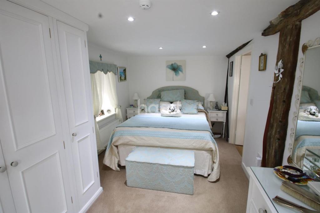 11 Bedrooms Detached House