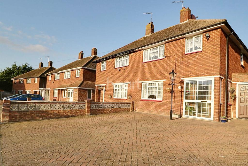 3 Bedrooms Semi Detached House for sale in Crowhurst Way, Orpington