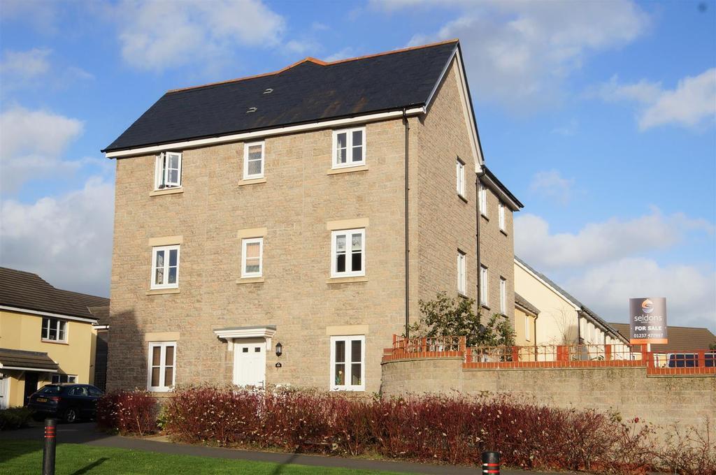 4 Bedrooms Semi Detached House for sale in Watkins Way, Bideford