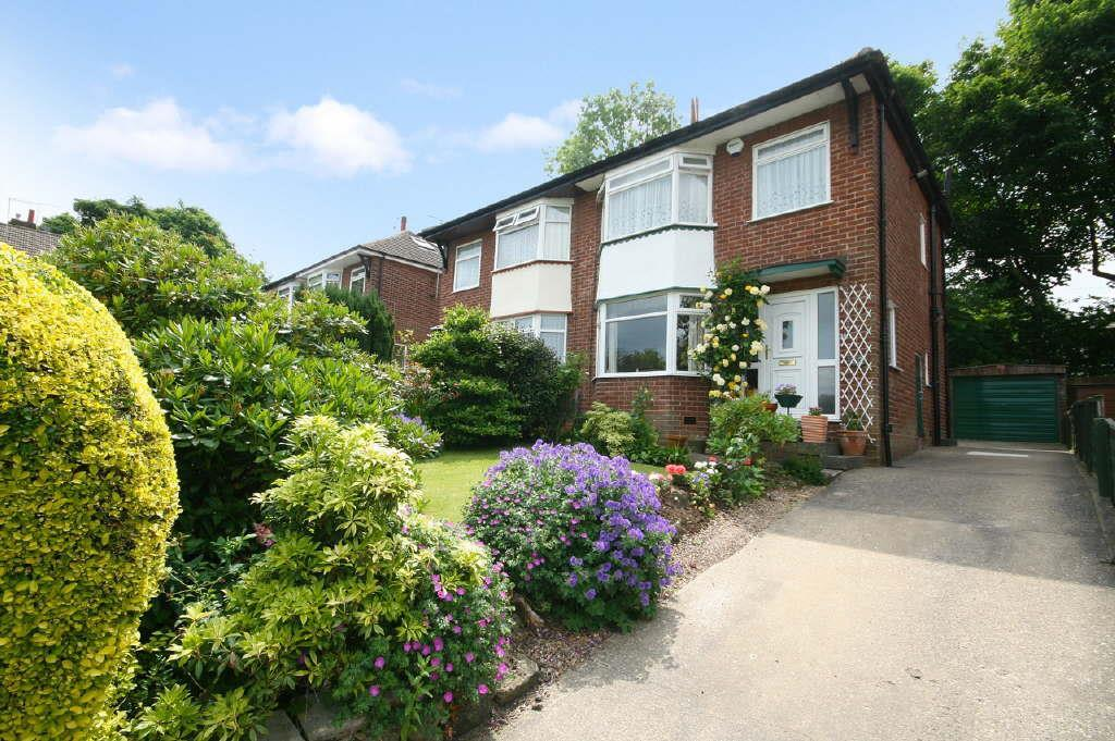 3 Bedrooms Semi Detached House for sale in Houghley Close, Bramley