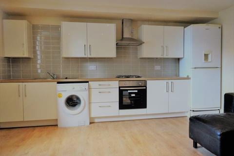 2 bedroom house to rent - Burley Road, Leeds