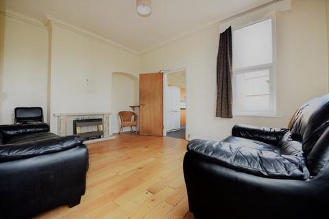 4 bedroom house to rent - St Michaels Lane, Leeds