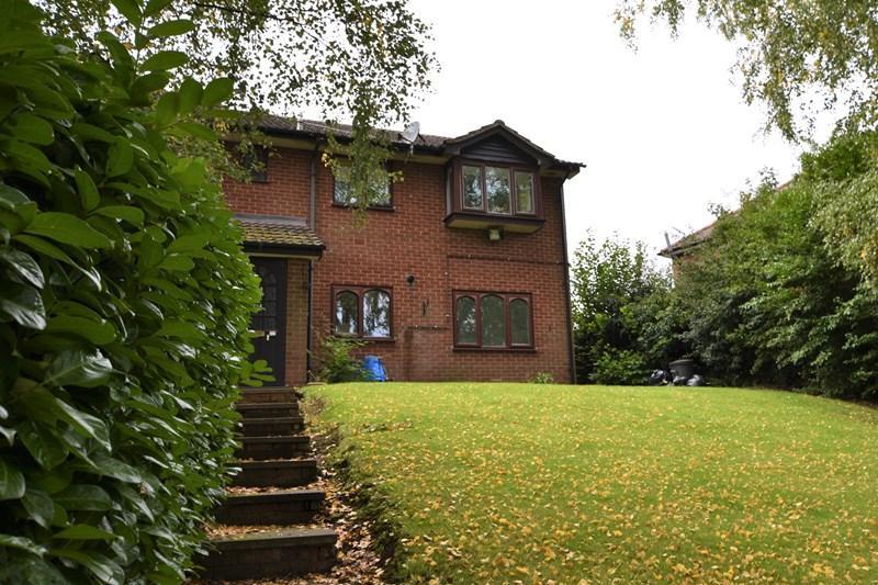 2 Bedrooms Flat for sale in Red Leasowes Road, Halesowen
