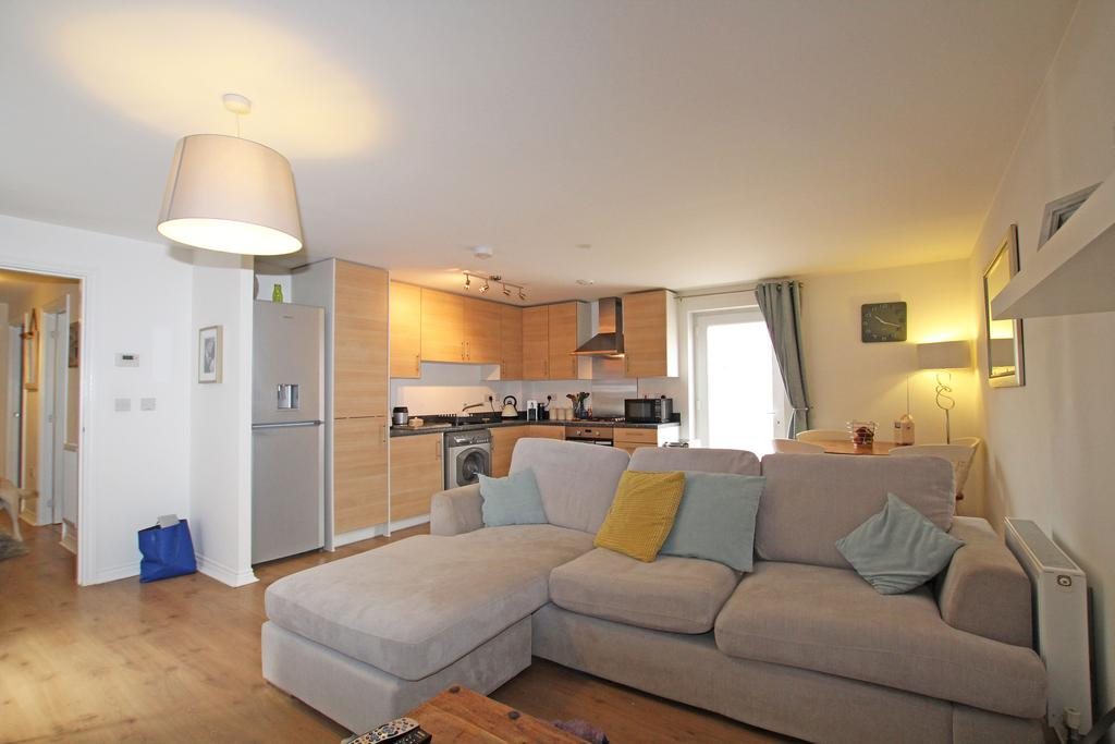 2 Bedrooms Ground Flat for sale in The Halt, Hambrook po18
