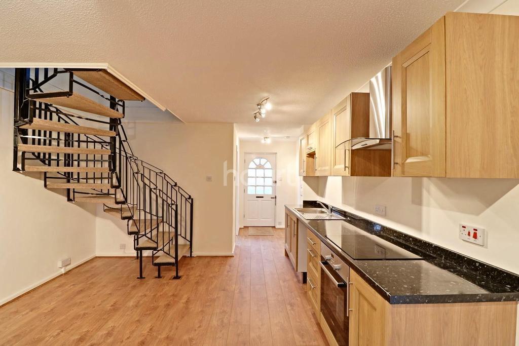 3 Bedrooms End Of Terrace House for sale in Hambledon Close, Uxbridge