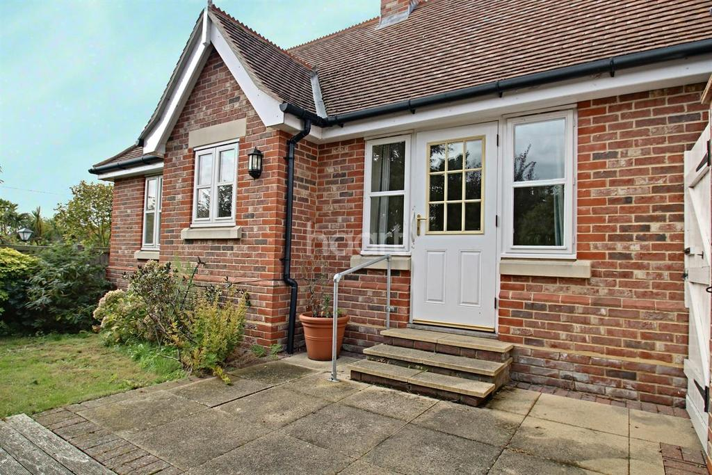 2 Bedrooms Bungalow for sale in Acorn Mews, Kingsland Road, Mersea.
