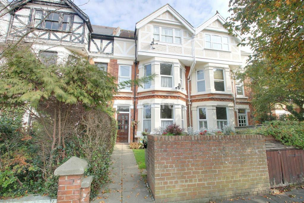 2 Bedrooms Maisonette Flat for sale in Shorncliffe Road, Folkestone, CT20 2PG