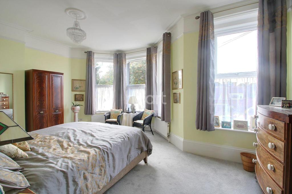 2 Bedrooms Maisonette Flat for sale in Shorncliffe Road, Folkestone, CT20 2PG