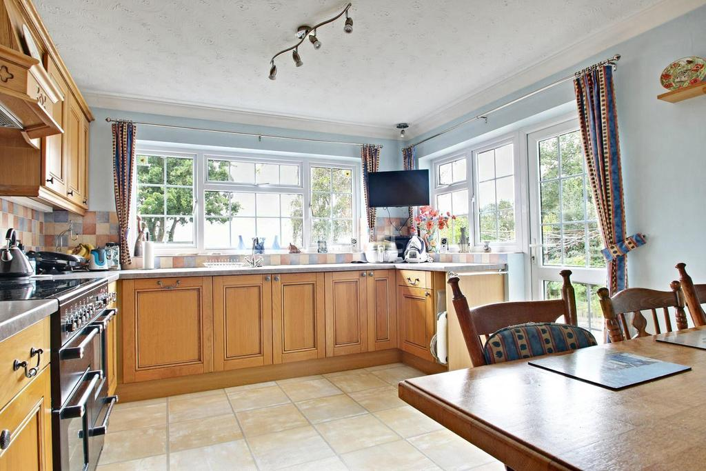 4 Bedrooms Detached House for sale in Eaton Way, Maldon, CM8