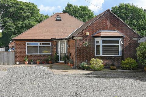 4 bedroom detached bungalow for sale - London Road, Davenham