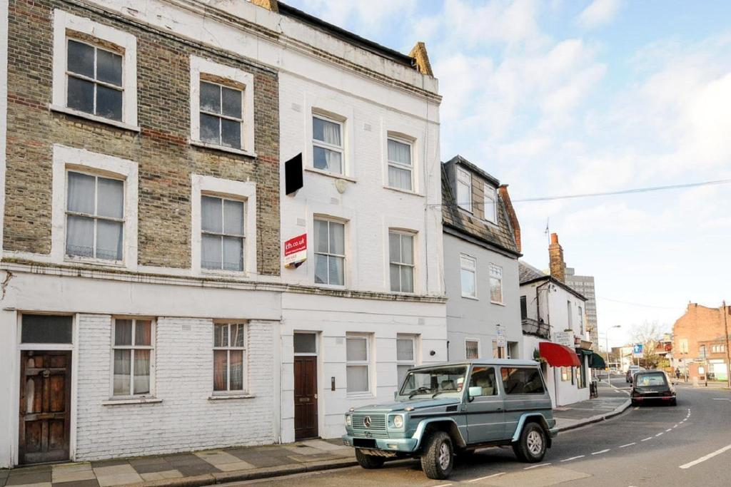 1 Bedroom Flat for sale in Margravine Road, Hammersmith