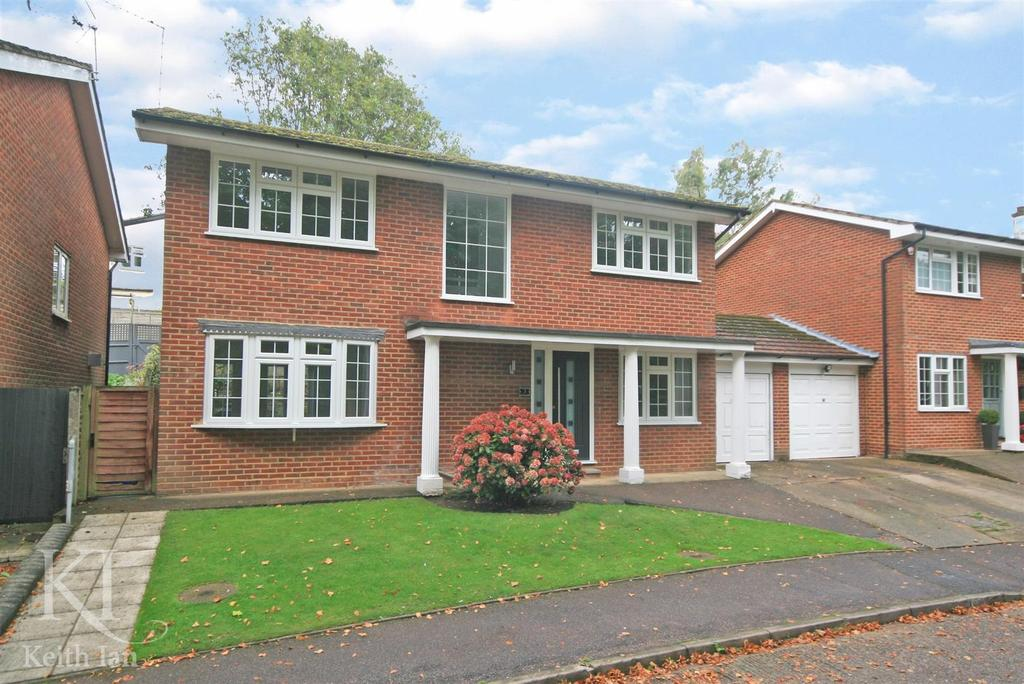 4 Bedrooms Detached House for sale in Orchard Close, Ware