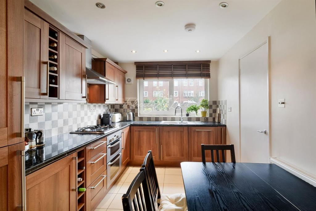 3 Bedrooms Maisonette Flat for sale in Approach Close, N16