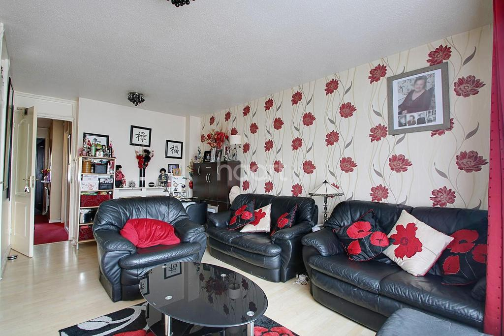 2 Bedrooms Terraced House for sale in Hutchingsons Road, New Addington, Croydon, CR0
