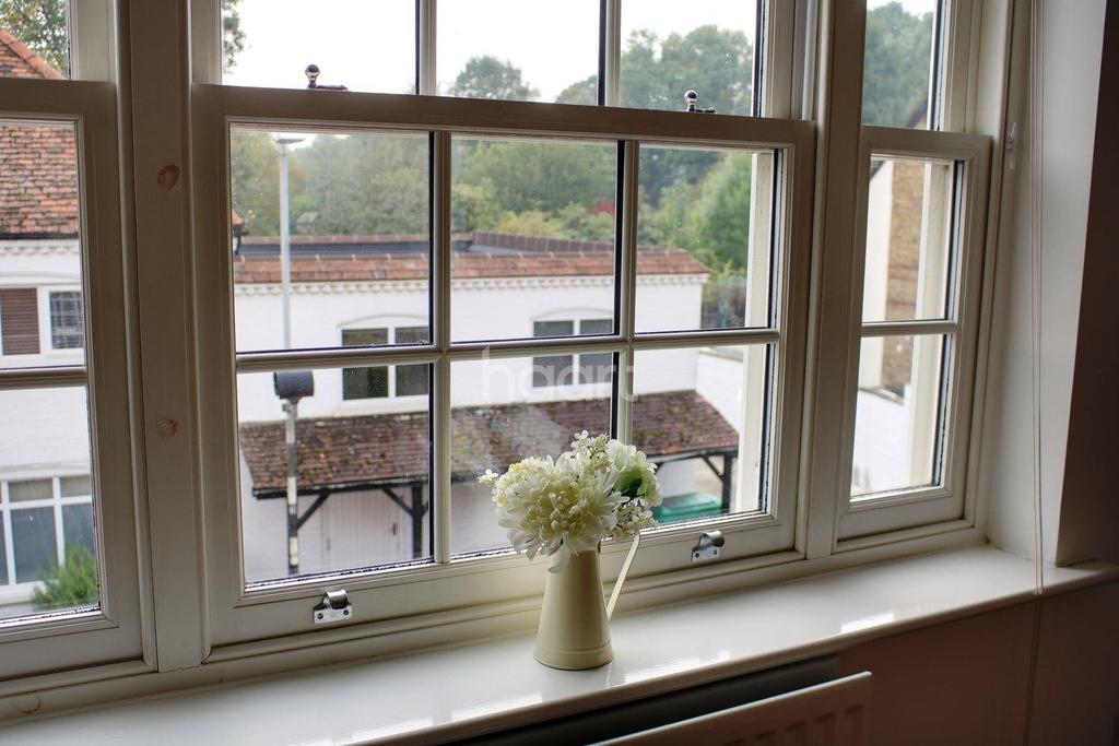 2 Bedrooms Flat for sale in The Limes, Hunton Bridge WD4