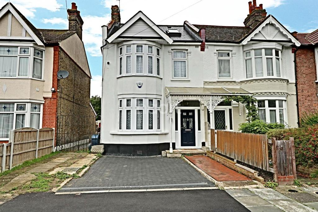 4 Bedrooms End Of Terrace House for sale in Montreal Road, Ilford, Essex