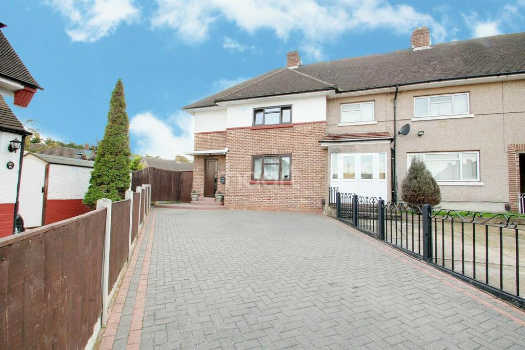 3 Bedrooms Semi Detached House for sale in Wordsworth Close, Heaton Grange