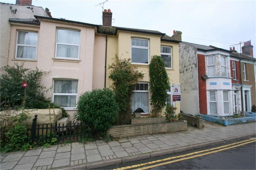 4 Bedrooms End Of Terrace House for sale in Station Street, WALTON ON THE NAZE, Essex