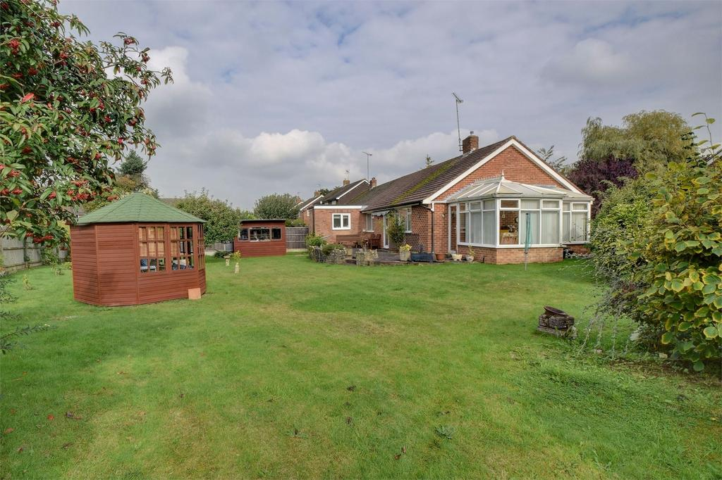 3 Bedrooms Semi Detached Bungalow for sale in Willow Road, LISS, Hampshire