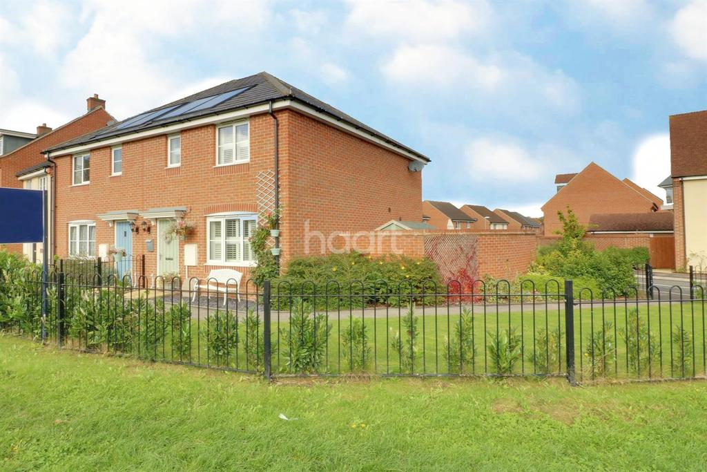 3 Bedrooms Semi Detached House for sale in Jardine Place, Bracknell