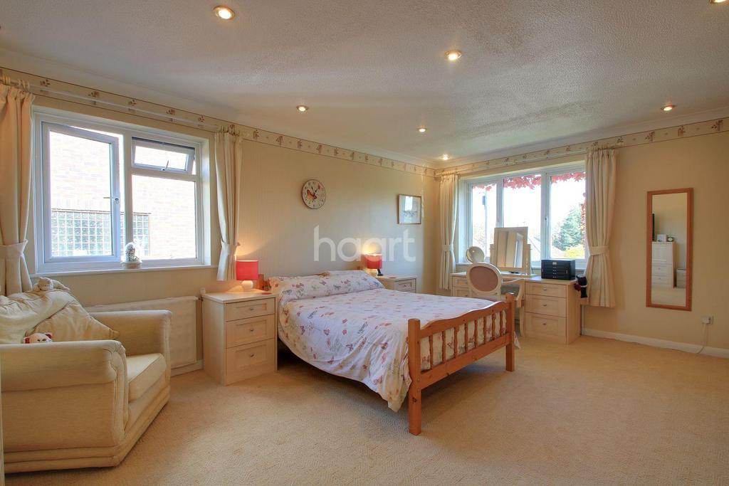 4 Bedrooms Detached House for sale in Guernsey Gardens, Wickford