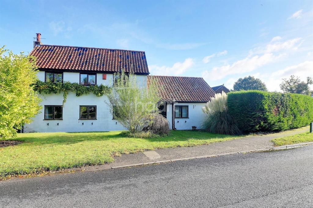4 Bedrooms Detached House for sale in Letton Road, Shipdham