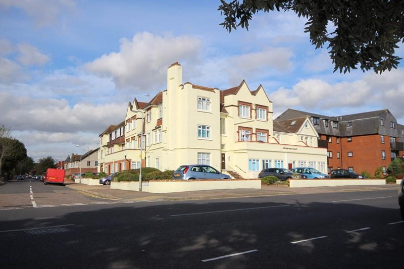 2 Bedrooms Flat for sale in Marine Parade East, Clacton-On-Sea
