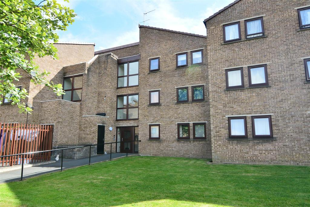 2 Bedrooms Apartment Flat for sale in Springfield Court, Yeadon, Leeds