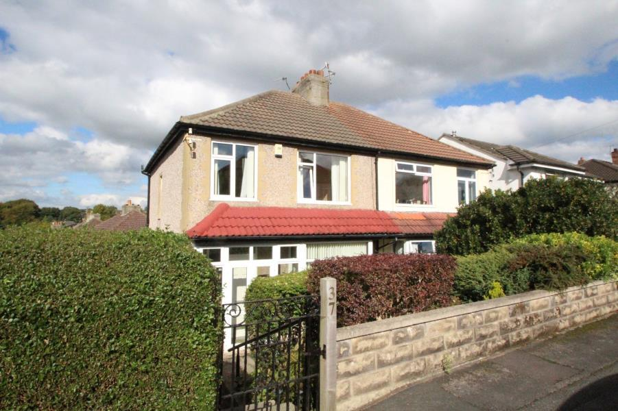 3 Bedrooms Semi Detached House for sale in NAB WOOD CRESCENT, SHIPLEY, BD18 4HX