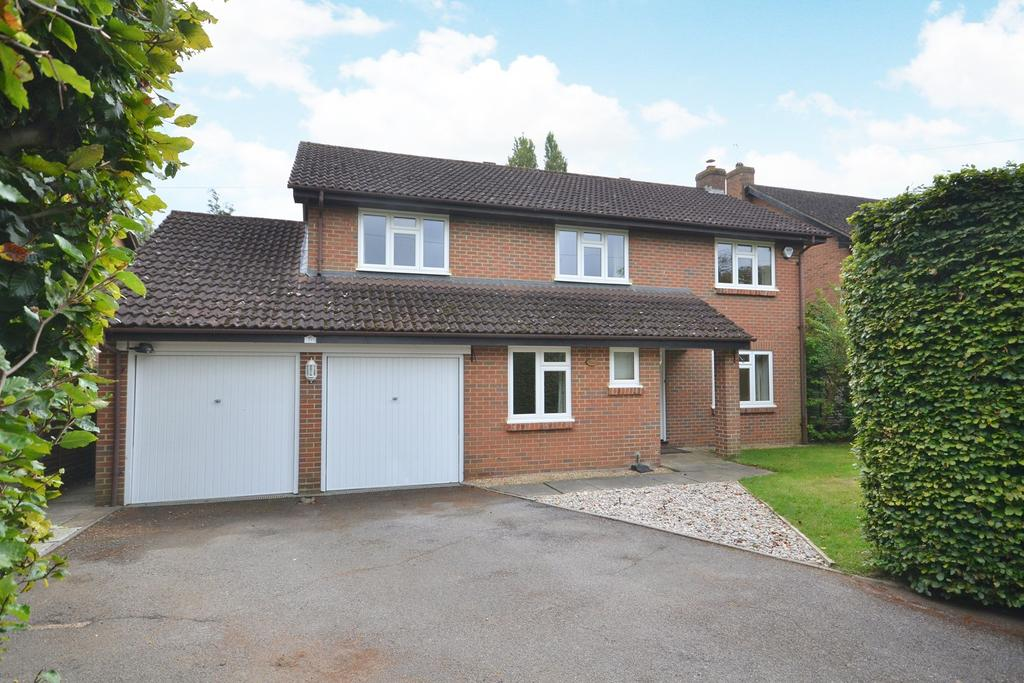 5 Bedrooms Detached House for sale in Walton on Thames