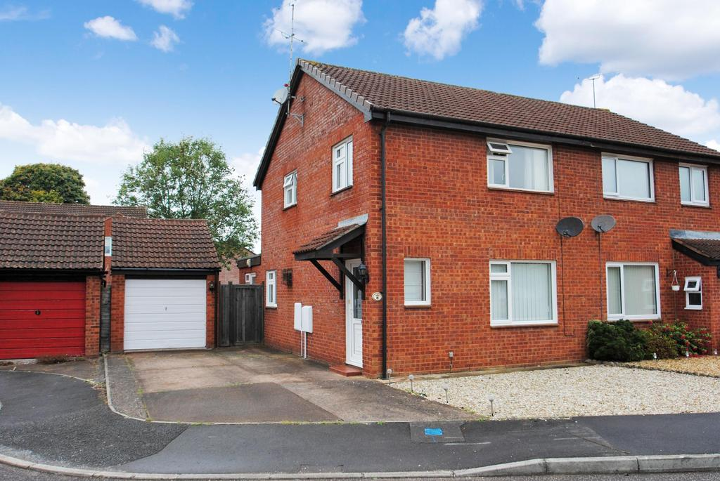 3 Bedrooms Semi Detached House for sale in Scott Close, Taunton