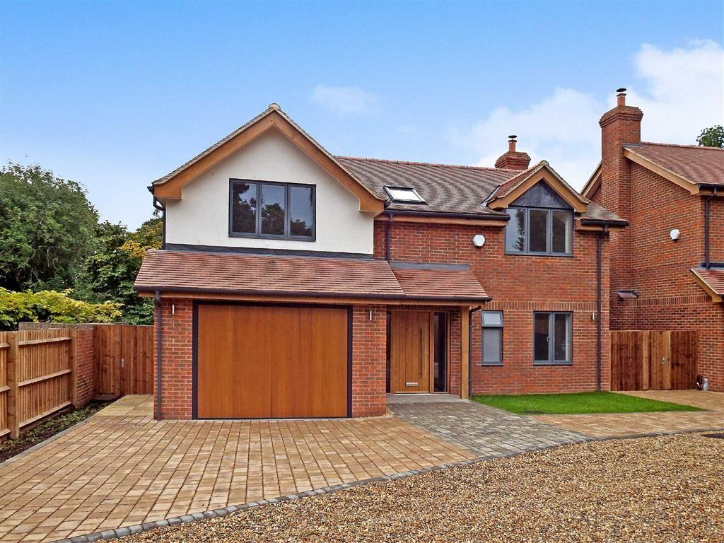 4 Bedrooms Detached House for sale in Rectory Lane, Stevenage, Hertfordshire, SG1