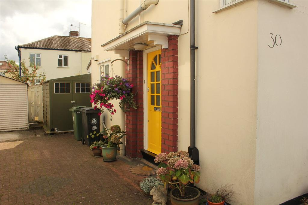3 Bedrooms Semi Detached House for sale in Lakewood Crescent, Henleaze, Bristol, BS10