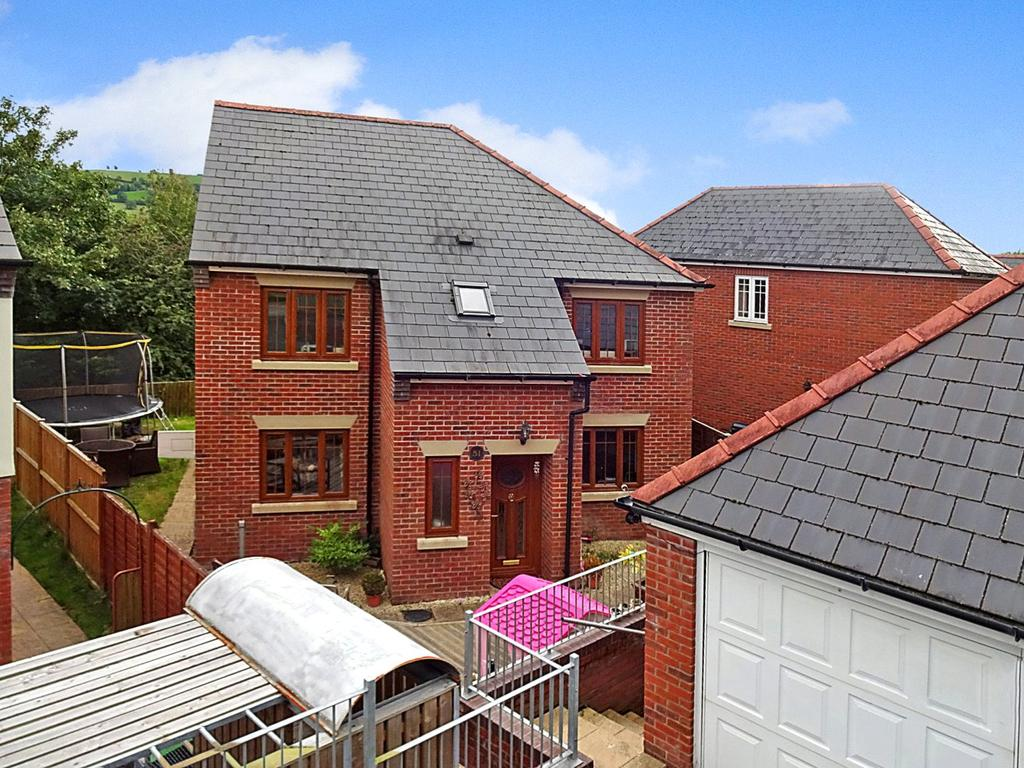 4 Bedrooms Detached House for sale in Woodland Way, Newtown, Powys