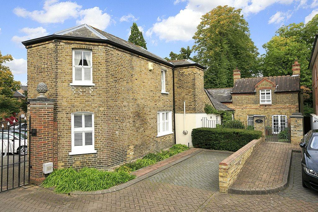 3 Bedrooms Detached House for sale in King George Square, Richmond, Surrey, TW10