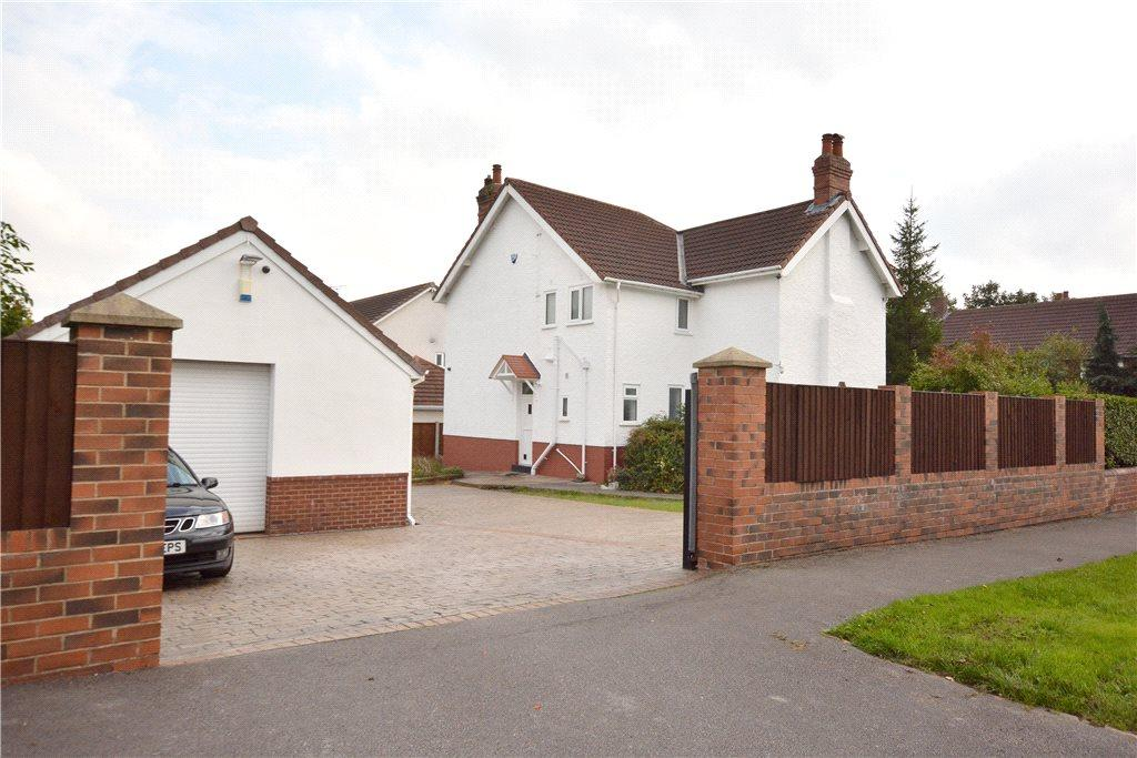 4 Bedrooms Detached House for sale in Fearnville Road, Leeds