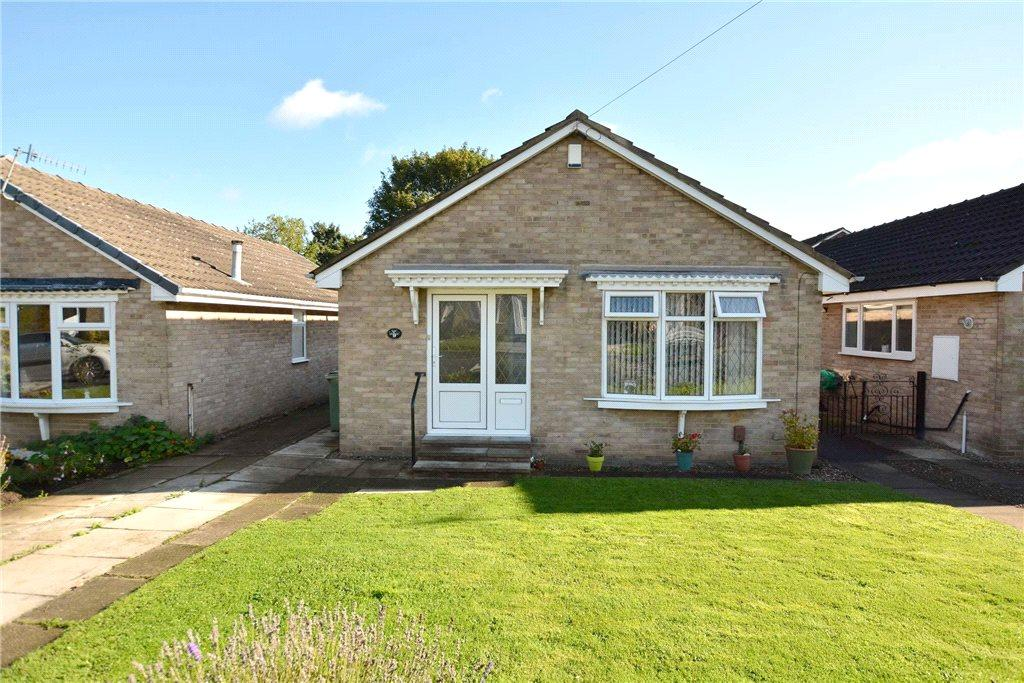 2 Bedrooms Detached Bungalow for sale in Springbank Close, Farsley, Leeds